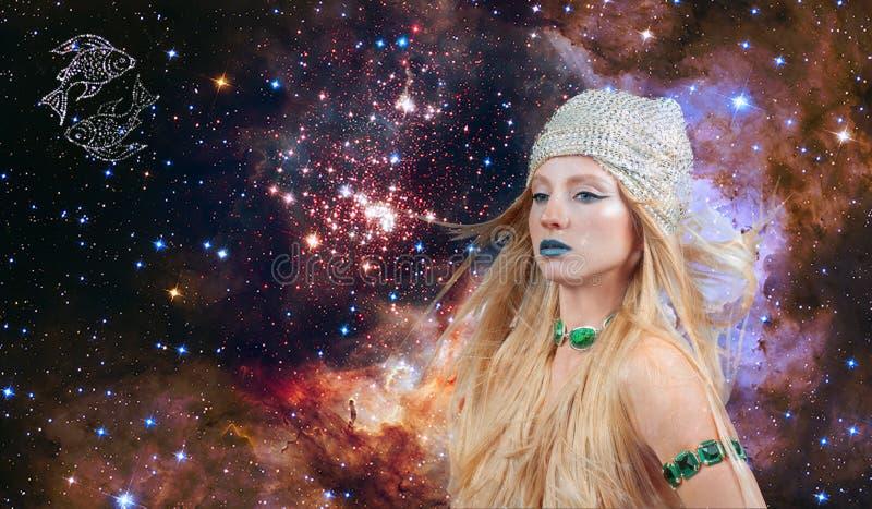占星术和占星,双鱼座黄道带标志 星系背景的美女双鱼座 库存照片
