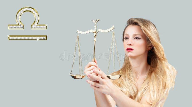 占星术和占星,天秤座黄道带标志 美丽的头发长的妇女 库存图片