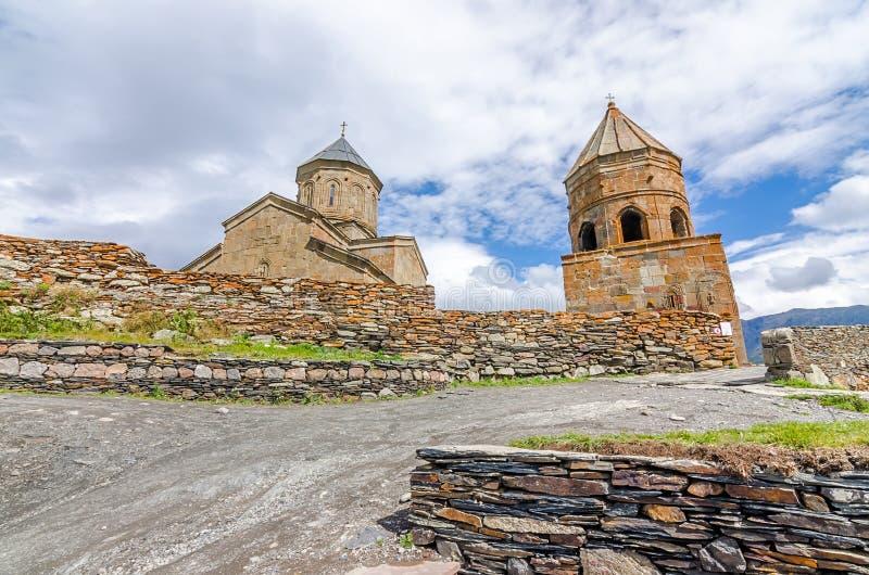 卡兹别克山的古老教会在乔治亚 免版税图库摄影