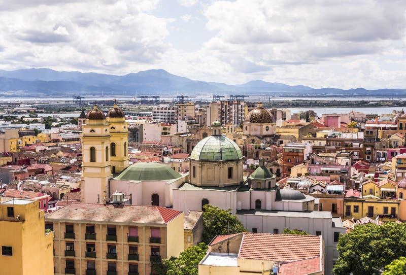 卡利亚里,撒丁岛,意大利的首府都市风景  免版税库存照片