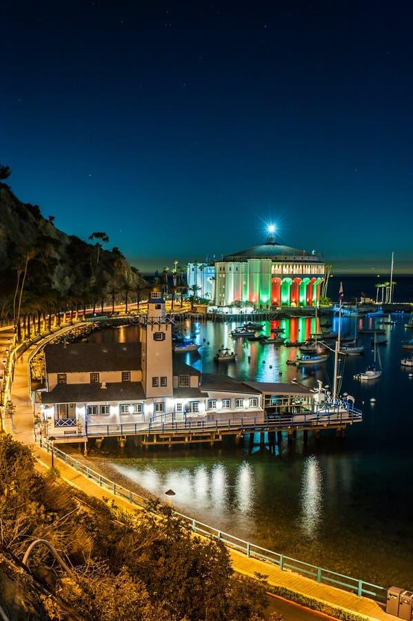 卡塔利娜海岛城市在晚上 库存照片