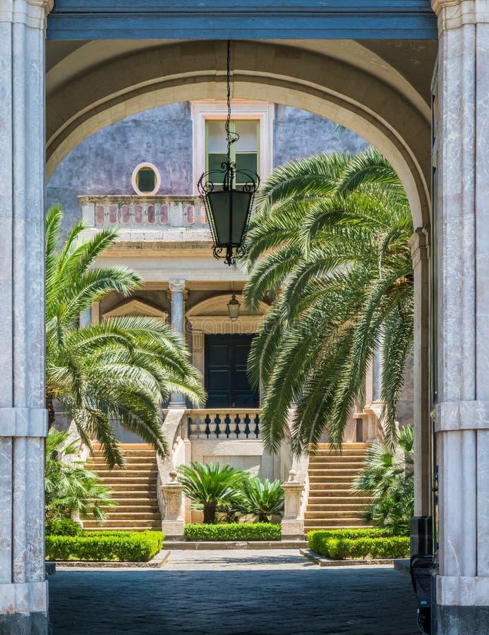 卡塔尼亚,西西里岛,意大利南部大学庭院  库存图片