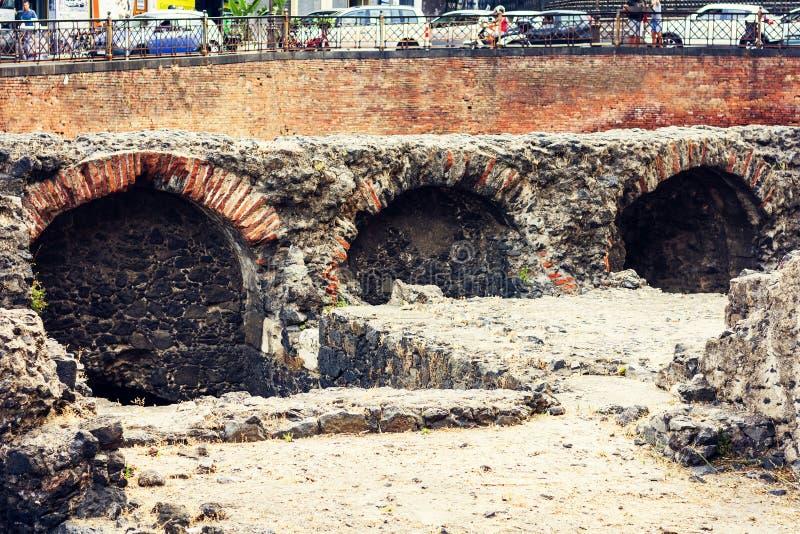 卡塔尼亚,西西里岛,意大利,意大利背景罗马圆形露天剧场废墟  库存照片