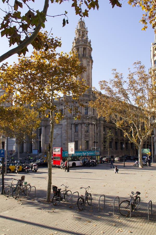 卡塔龙尼亚广场的人们在Dcember 7日2013年在巴塞罗那, Cata 免版税图库摄影