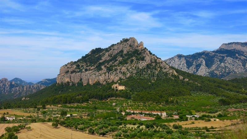 卡塔龙尼亚,西班牙圣塔巴巴拉山和圣徒萨尔瓦多d'Horta修道院 免版税库存图片