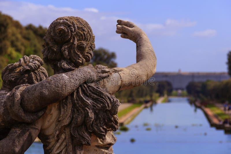 卡塞尔塔宫殿皇家庭院,意大利(褶皱藻属) 库存照片