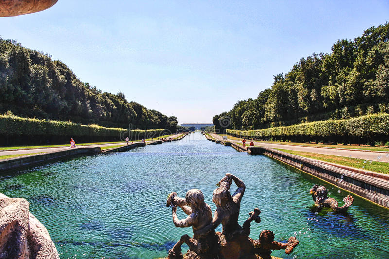 卡塞尔塔那不勒斯意大利宫殿的看法  库存照片