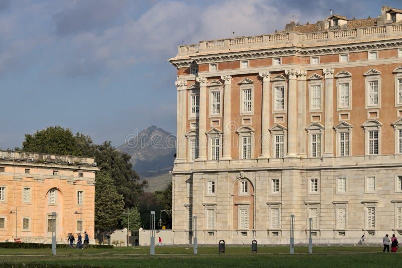 卡塞尔塔,意大利 27/10/2018 卡塞尔塔意大利奥斯陆王宫的主要外在门面  设计由建筑师路易 免版税图库摄影