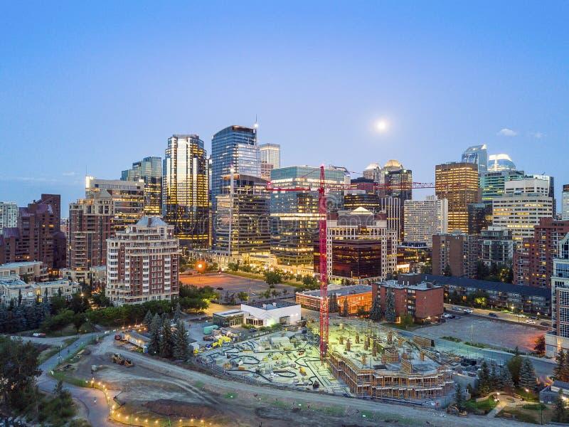 卡尔加里街市在晚上,亚伯大,加拿大 免版税库存照片