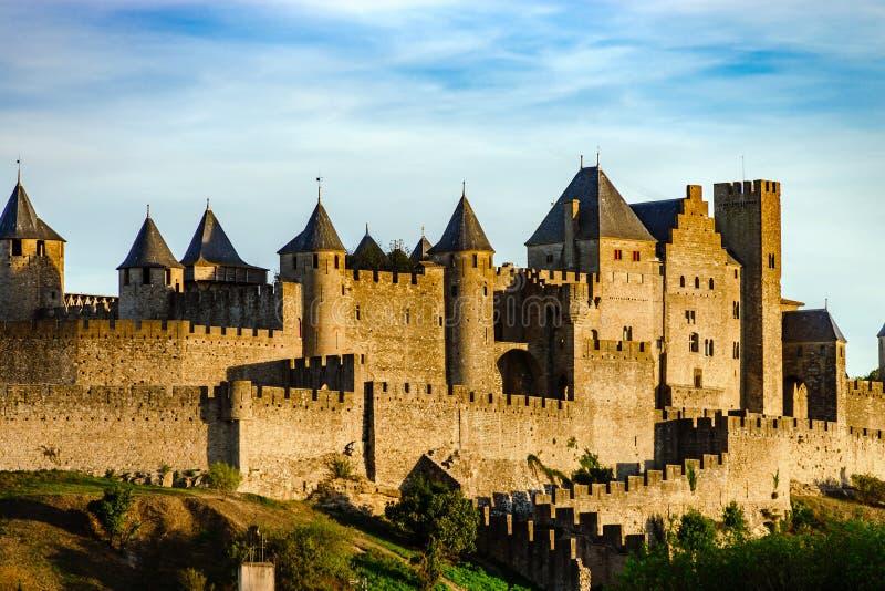 卡尔卡松中世纪堡垒日落视图,温暖的光 库存照片