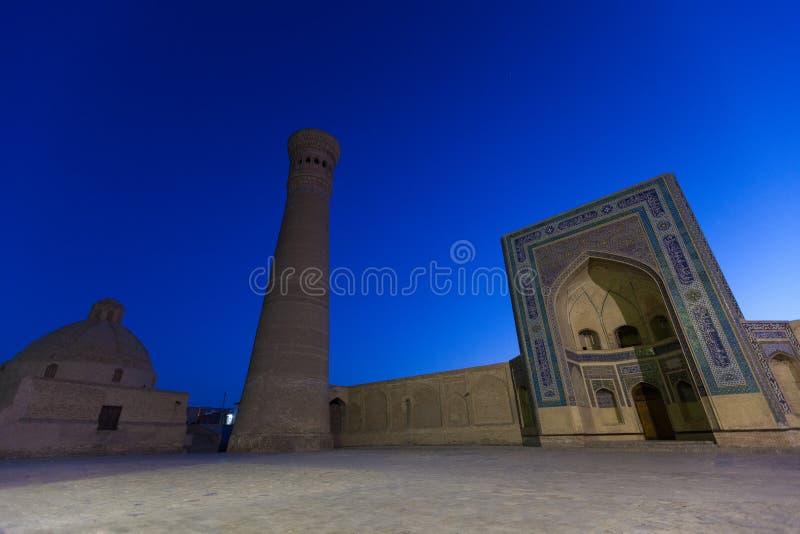 卡尔扬尖塔和清真寺在布哈拉,乌兹别克斯坦 图库摄影