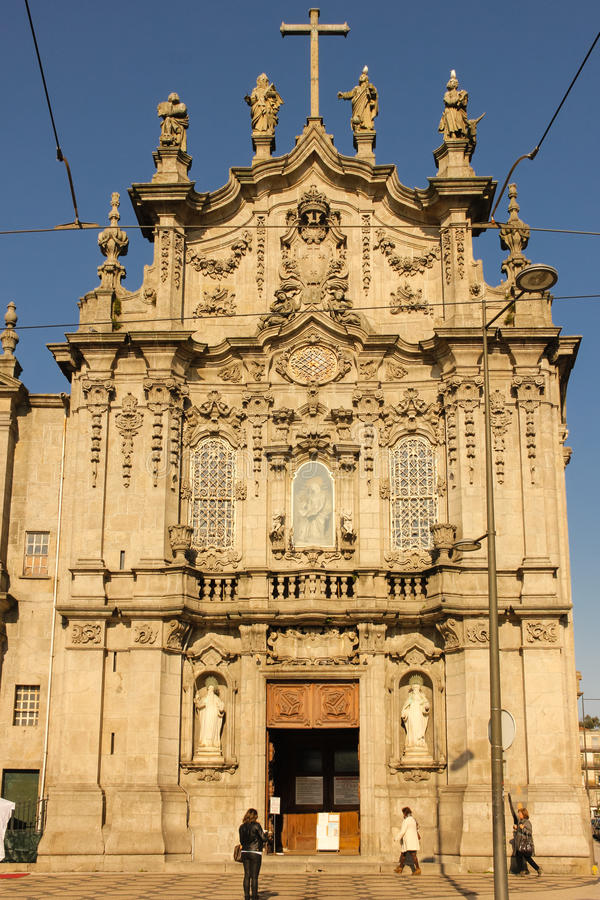卡尔穆教会。洛可可式的门面。波尔图。葡萄牙 免版税库存照片