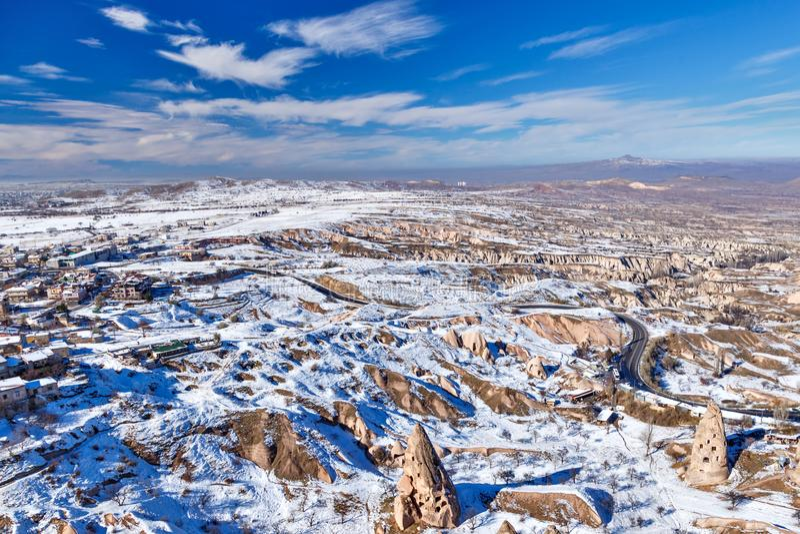 卡帕多细亚看法从小山的在冬天 图库摄影