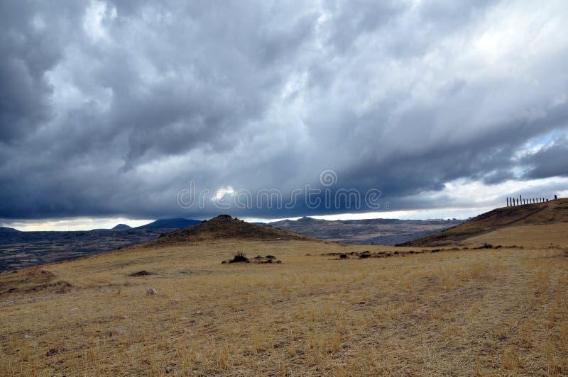 卡帕多西亚山谷雷暴 自然颜色 免版税库存照片