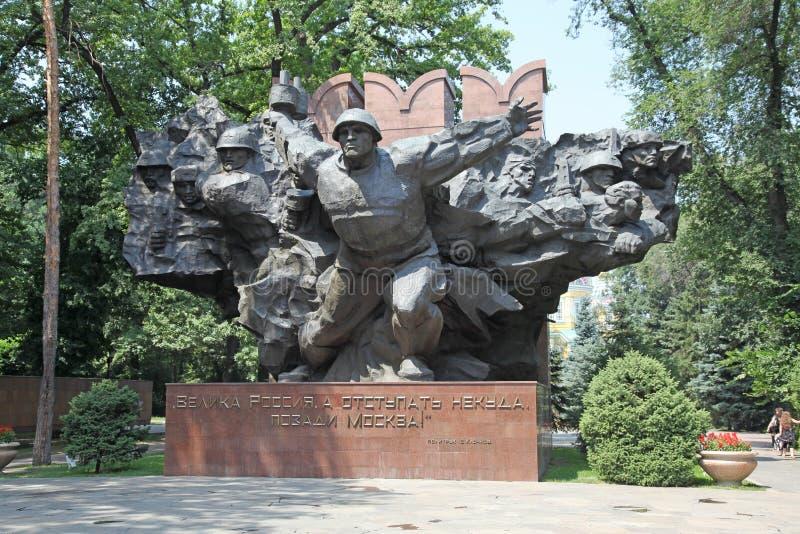 卡扎克斯坦 字母表 战争纪念建筑在Panfilov公园 库存图片
