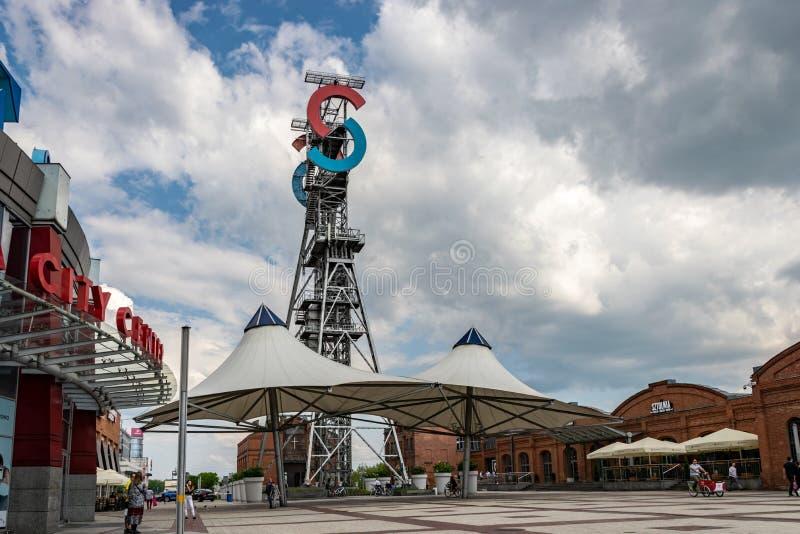 卡托维兹,SLASK/波兰- 2019年5月7日:前矿和现在一个现代商业区'西里西亚市中心' 免版税图库摄影