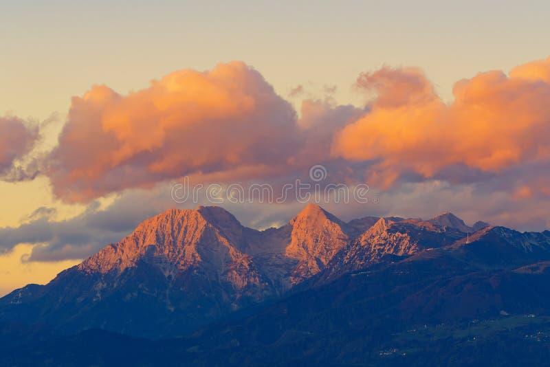 卡拉万克斯山脉在日落的山脉出色的意见  免版税库存照片