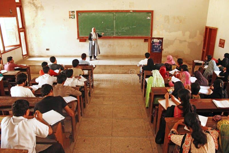 卡拉奇大学-学生参加演讲 库存图片