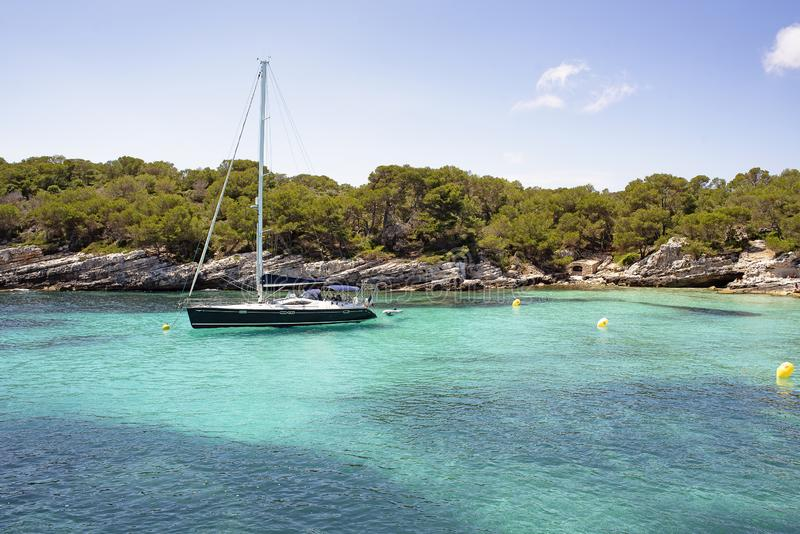 卡拉市Macarelleta在梅诺卡海岛,地中海,西班牙 免版税库存图片