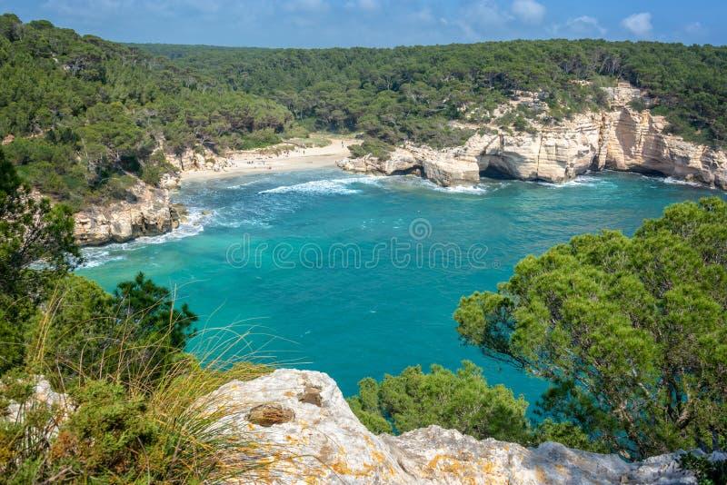 卡拉市Mitjana海滩在梅诺卡,巴利阿里群岛西班牙 库存图片
