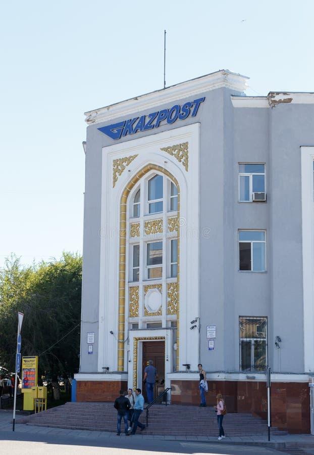 卡拉干达,哈萨克斯坦- 2016年9月1日:在buildi的Kazpost 库存照片