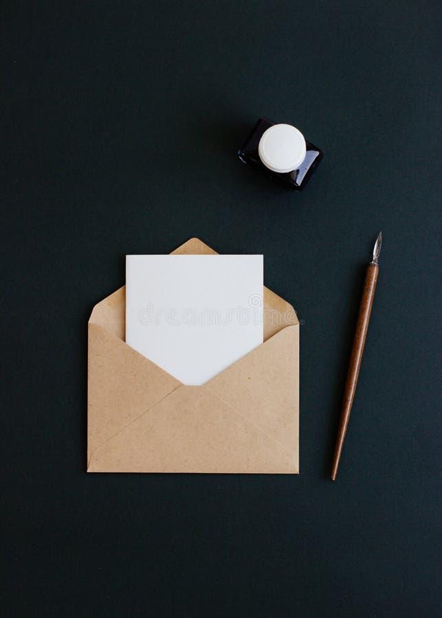 卡拉服特信封在黑背景 库存图片
