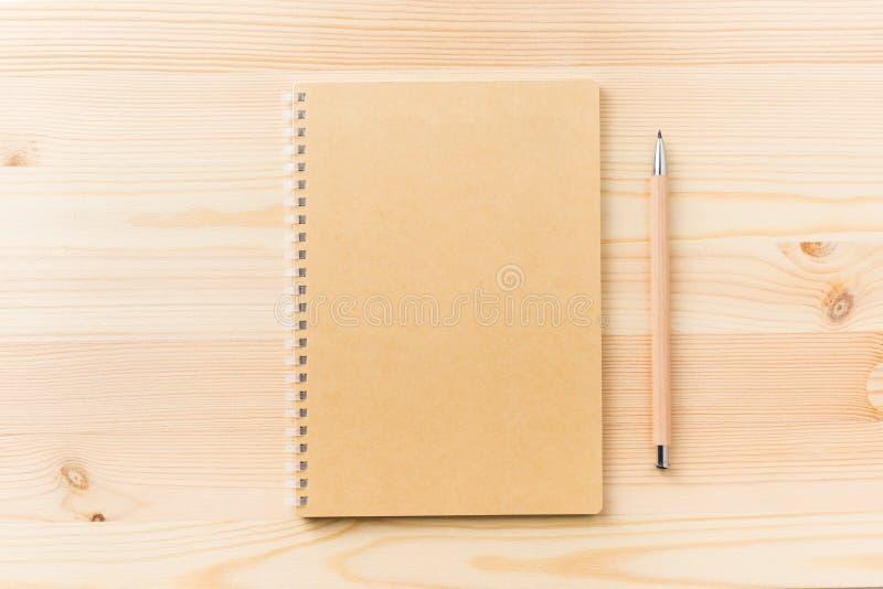 卡拉服特螺纹笔记本顶视图在大模型的背景隔绝的 免版税图库摄影