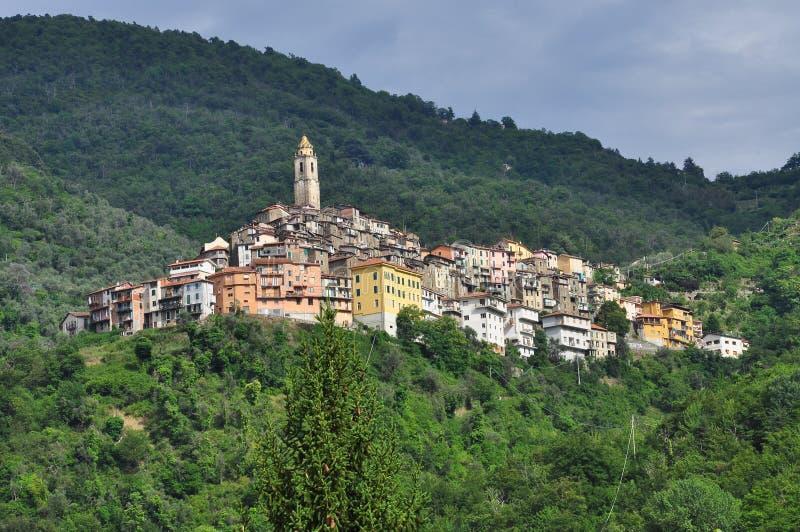 卡斯泰尔维托廖山村,利古里亚,意大利 免版税库存图片