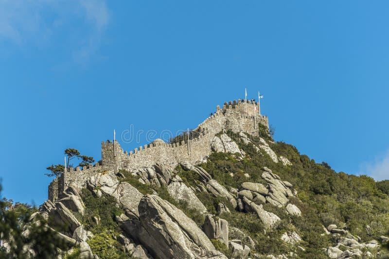 卡斯特鲁dos Mouros的看法从帕拉西奥da贝纳的在辛特拉 免版税库存图片