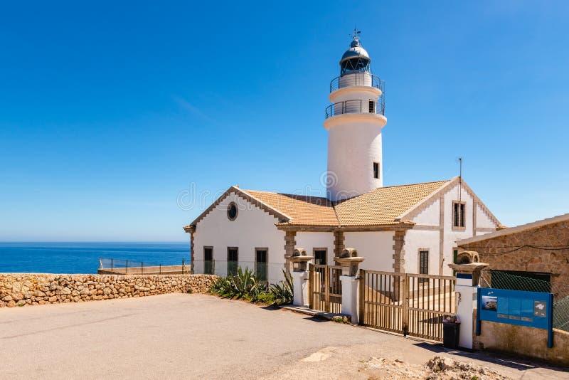 卡普德佩拉灯塔位于最东部问题的马略卡,其中一座在海岛上的最象征的灯塔 免版税库存图片