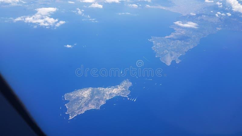 卡普里和阿马尔菲海岸意大利海岛的鸟瞰图  免版税图库摄影