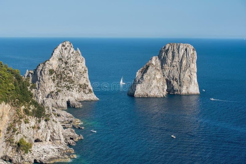 里岛地?_卡普里岛海岛,褶皱藻属地区,意大利