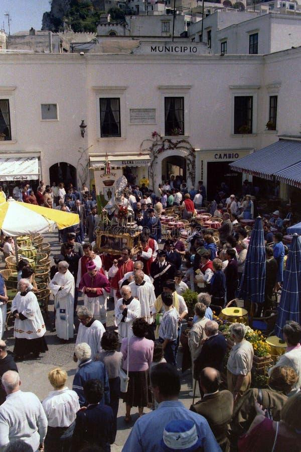 卡普里,意大利,1974年5月-圣科斯坦佐雕象,海岛的受护神,横渡卡普里Piazzetta队伍的 库存照片