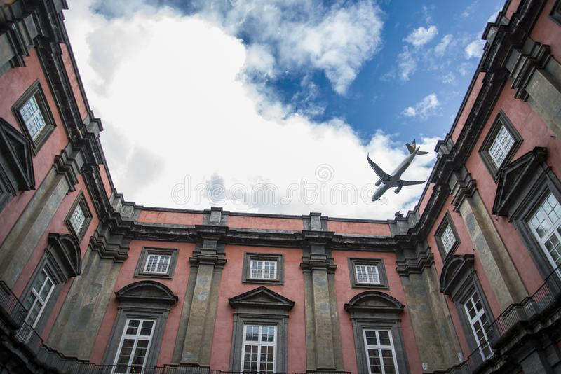 卡波迪蒙泰王宫在那不勒斯,意大利 免版税库存图片