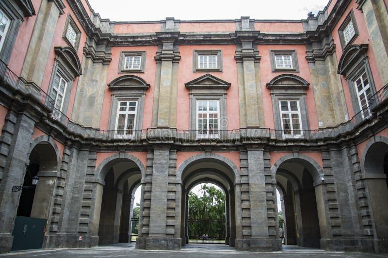 卡波迪蒙泰王宫在那不勒斯,意大利 库存照片