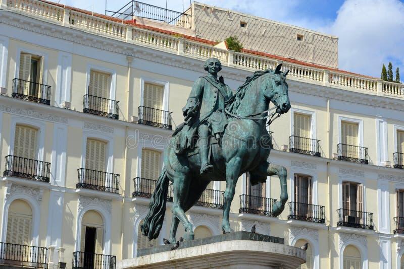 卡洛斯雕象III在普埃尔塔del Sol,马德里,西班牙 库存照片