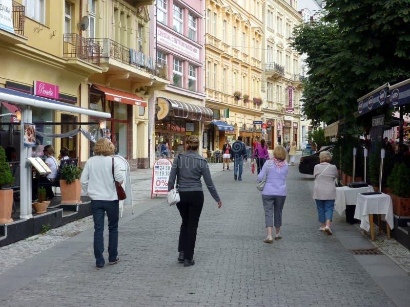 卡洛维Vari步行购物中心购物街,捷克 免版税库存照片