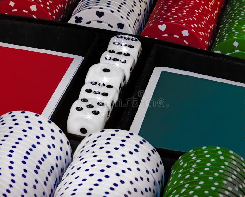 赌博娱乐场赌博的芯片 r 库存图片