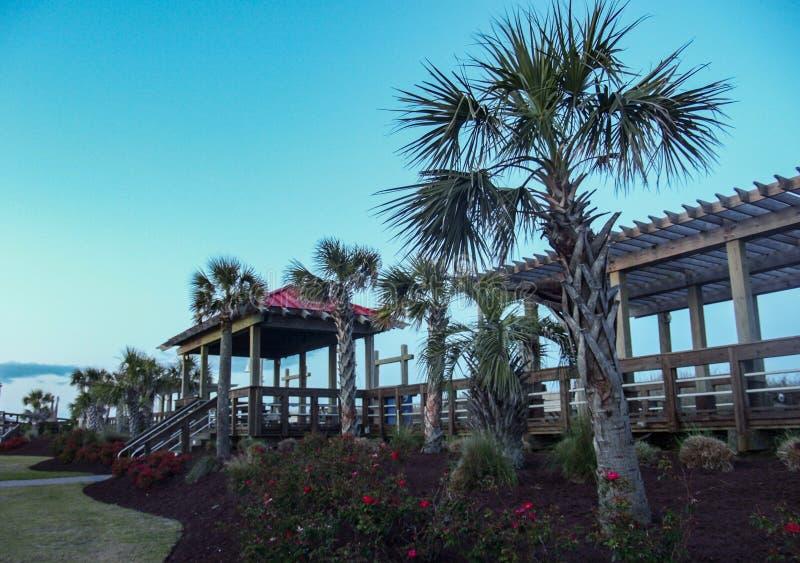 卡罗来纳州日落的海滩木板走道 免版税库存照片