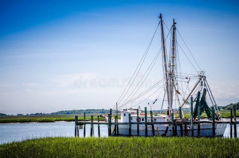 卡罗来纳州虾拖网渔船 库存照片
