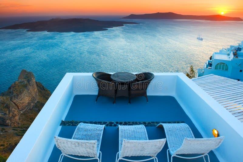 卡美尼岛海岛日落视图在圣托里尼,希腊 库存照片