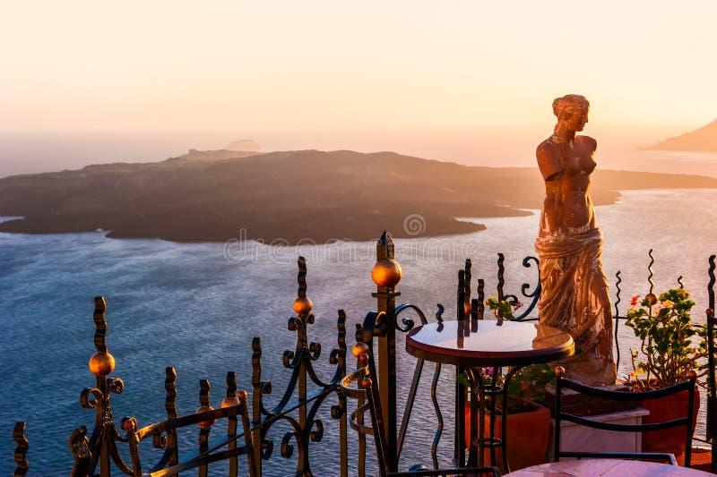 卡美尼岛海岛看法从锡拉,圣托里尼,希腊的 免版税库存照片