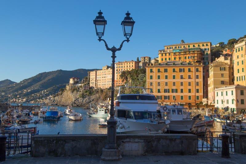 卡莫利小游艇船坞,热那亚,意大利看法  免版税库存照片