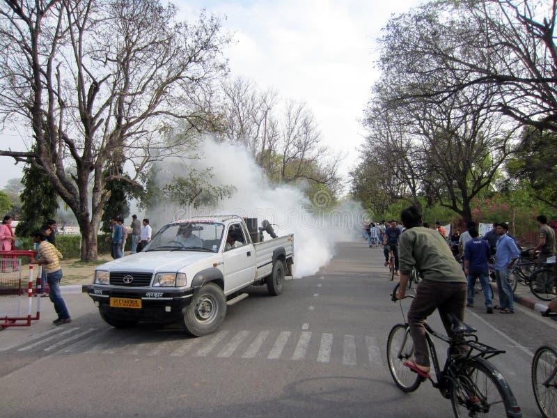 卡车喷洒的杀虫剂 库存照片
