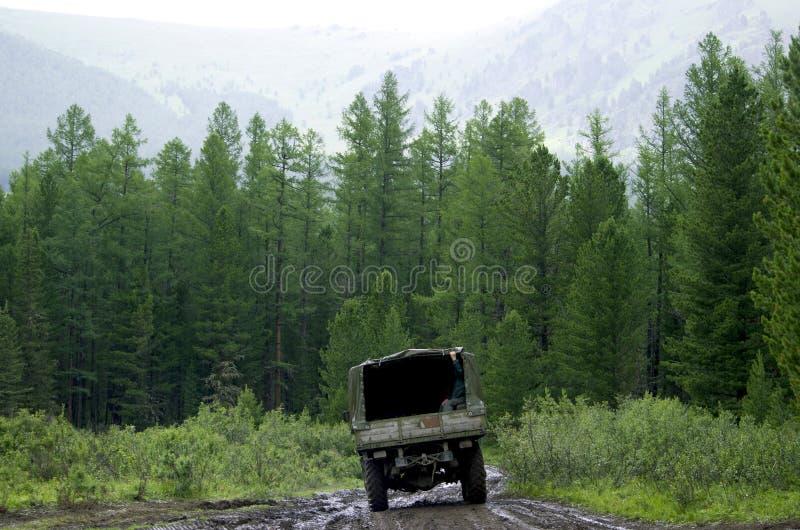 卡车在途中去taiga 库存图片