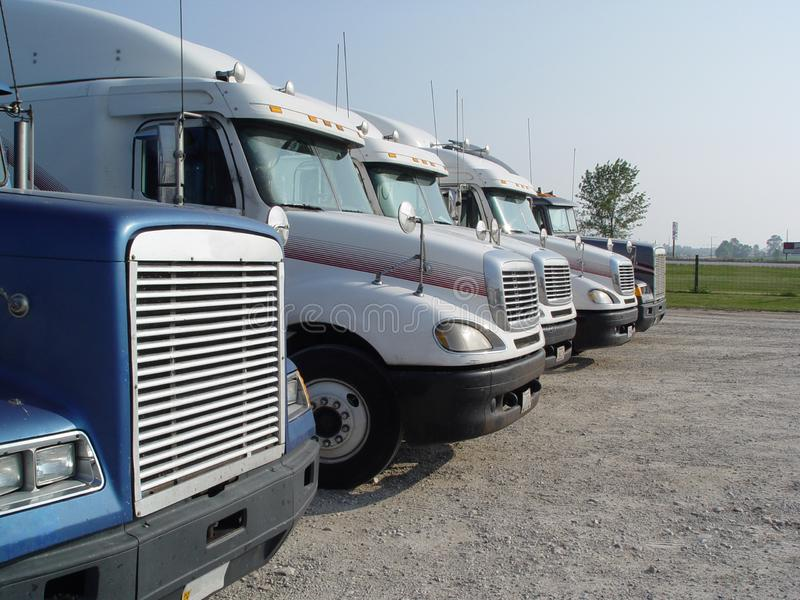 卡车的中止 卡车,旅行断裂行在中途停留期间的 免版税库存图片