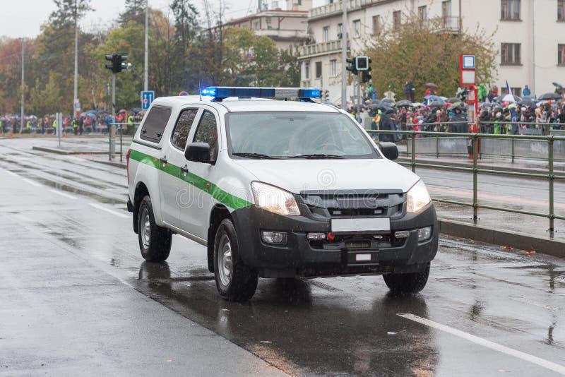 卡车,军警汽车在军事游行的在布拉格,捷克 库存图片