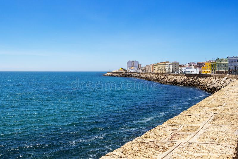 卡迪士沿海地带城市视图,在卡迪士,西班牙 图库摄影