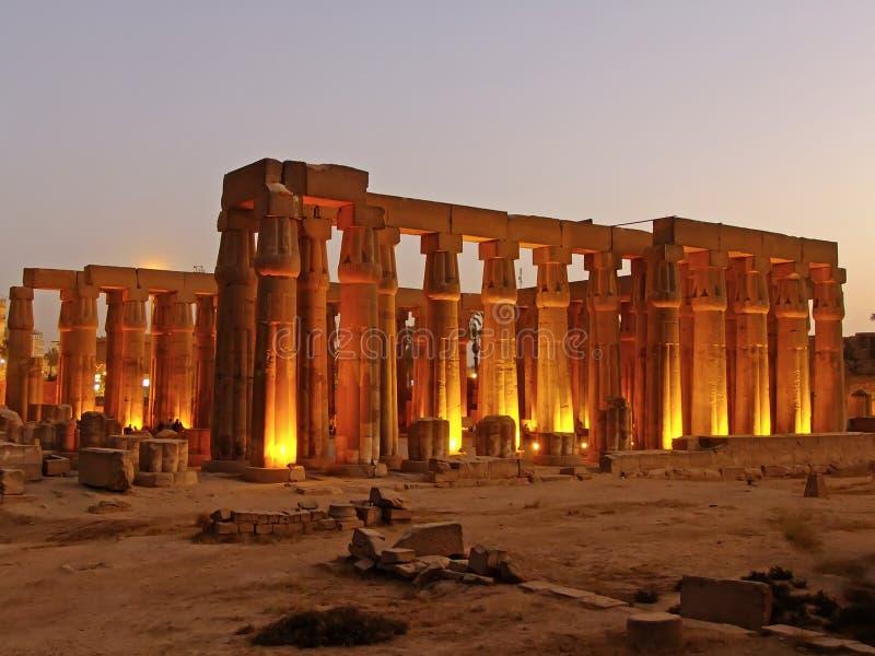 卢克索神庙在晚上,埃及 库存照片
