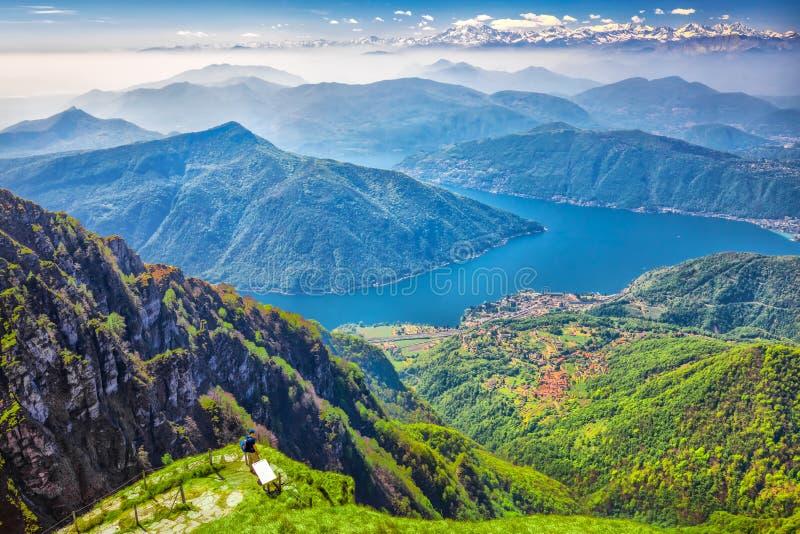 卢加诺市、圣萨尔瓦托雷山和Lugano湖从Monte Generoso,小行政区提契诺州,瑞士 免版税图库摄影